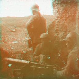 "Box00S01: ""Fort le Vause -mitrailleure en action"" (""Fort Vause - machine gun in action"")"